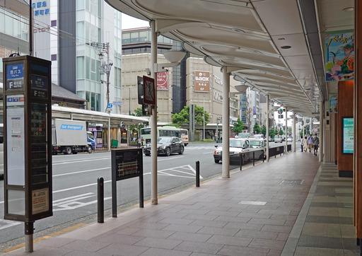 200512_busstop1.jpg