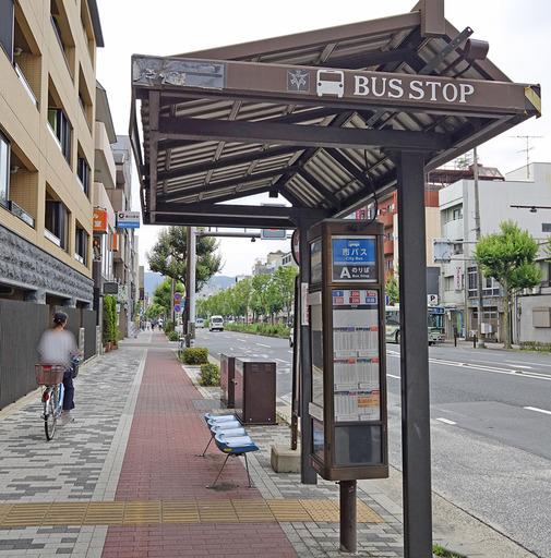 210217_busstop 2.jpg